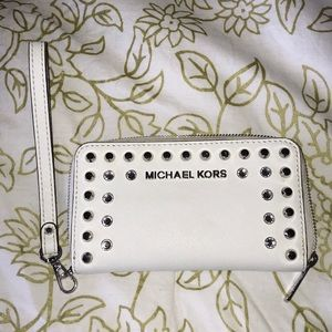 White Michael Kors Wristlet/Wallet
